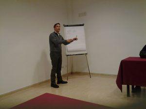 Alberto Ferreyra durante la presentación en el COAC